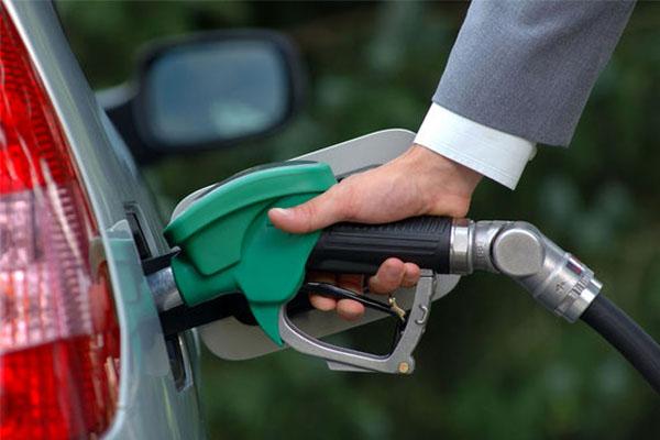 سهیمه بندی بنزین تا یک ماه آینده
